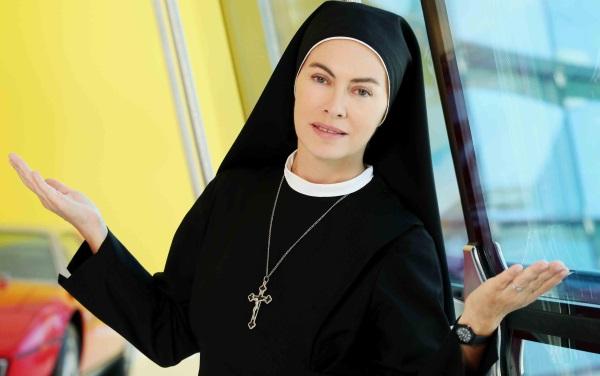 Elena Sofia Ricci, protagonsita di Che Dio ci aiuti