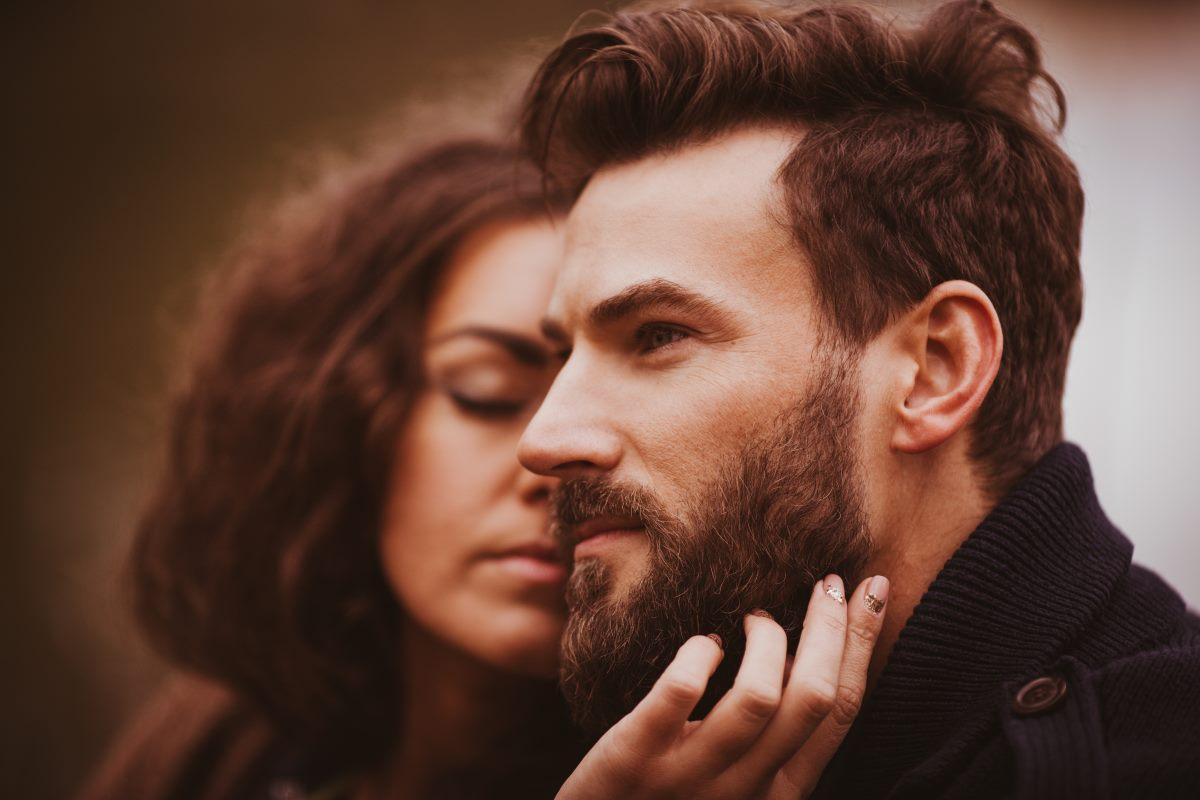 Uomo con la barba folta