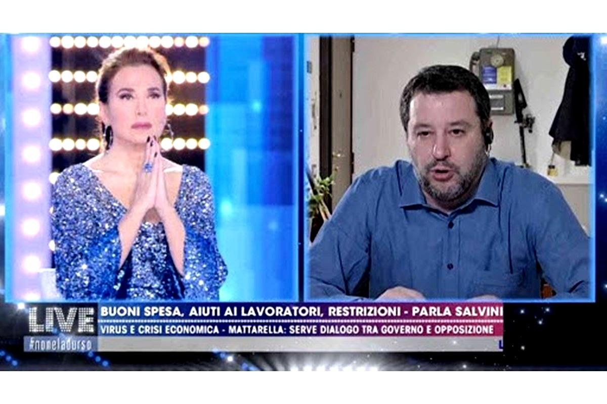 Barbara D-Urso e Matteo Salvini pregano in diretta