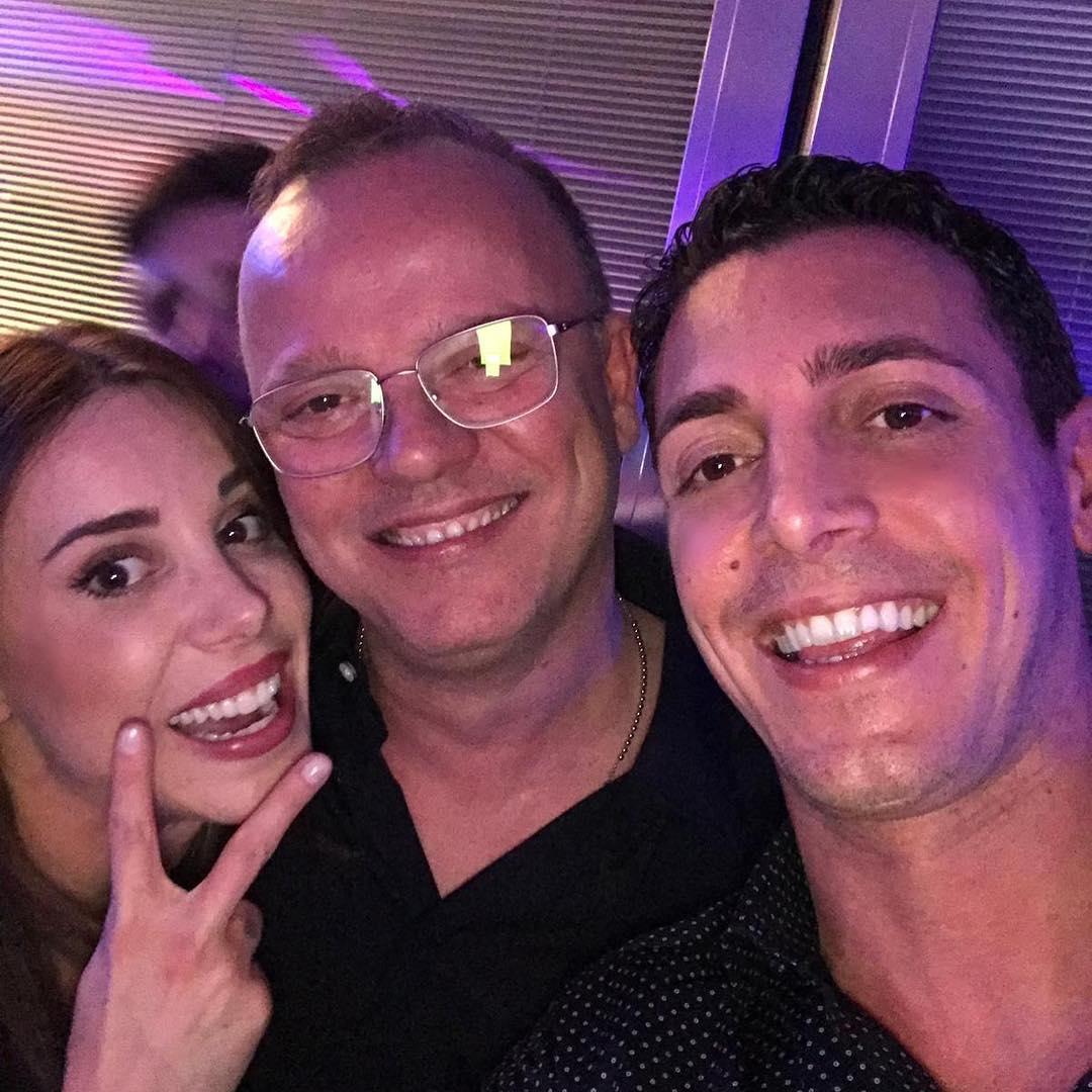 Gigi D'Alessio con i figli Ilaria e Claudio