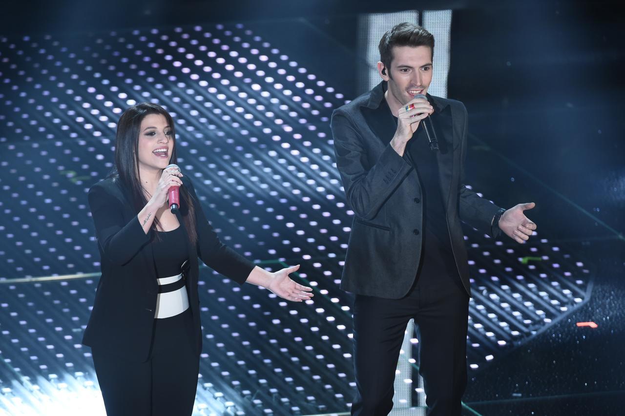 Deborah Iurato e Giovanni Caccamo sul palco dell'Ariston di Sanremo