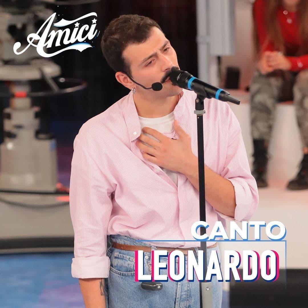 Leonardo Lamacchia cantante classe amici
