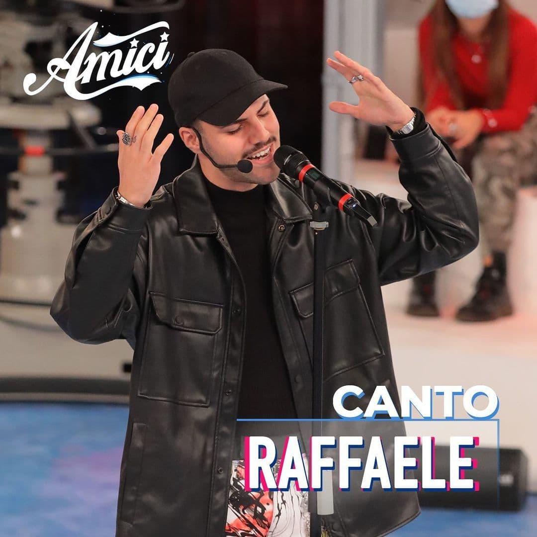 Raffaele cantante classe amici