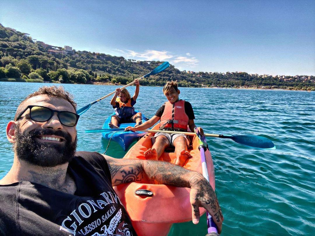 Alessio Sakara con i suoi figli / Instagram @alessiosakaraofficial