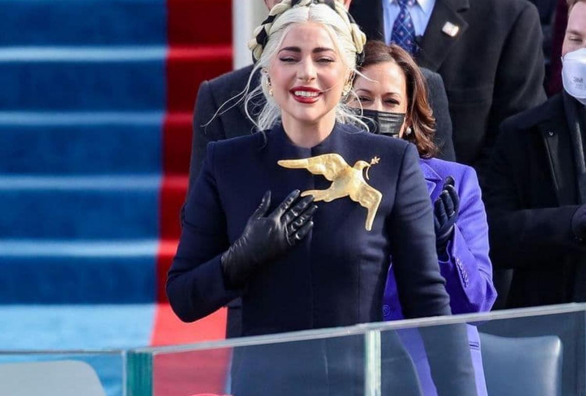 Che marca era il vestito di Lady Gaga durante l'insediamento di joe Biden