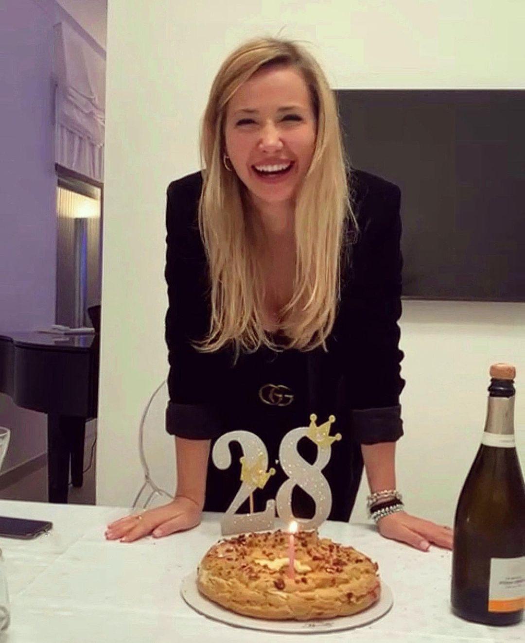 Denise Esposito festeggia 28 anni
