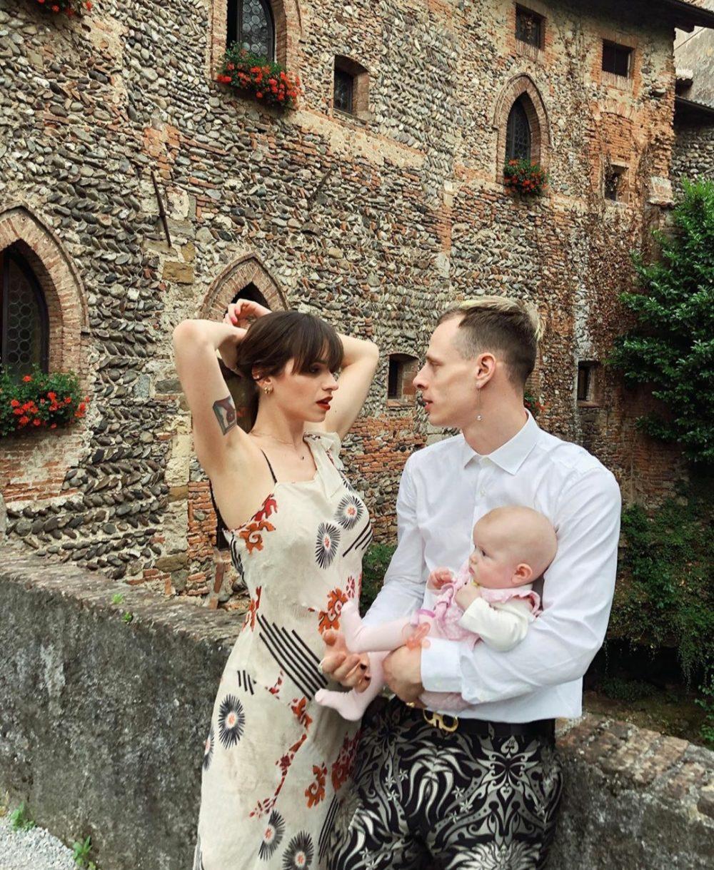 Boss Doms con la sua compagna e la figlia Mina