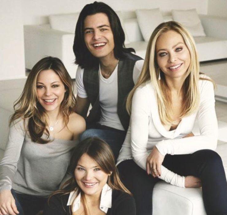 Ornella Muti con i figli Naike, Caterina e Andrea