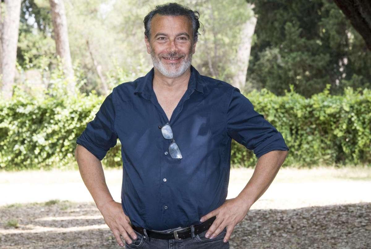 L'Ispettore Coliandro, chi è Paolo Sassanelli, l'attore che fa Gamberini? Età, moglie e figli, Un medico in famiglia, lutto, Instagram