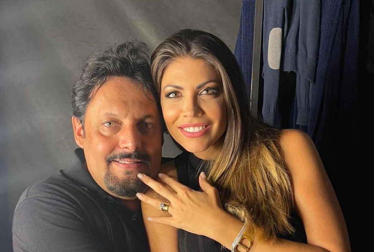 Enrico Brignano e Flora Canto si sposano: proposta di matrimonio all'Arena di Verona (foto e video)