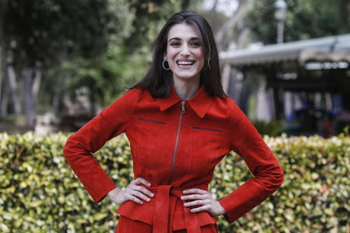 Cuori, Pilar Fogliati: chi è l'attrice che fa Delia? Età, fidanzato, compagno, Claudio Gioè, genitori, foto dimagrita, dialetti, Instagram